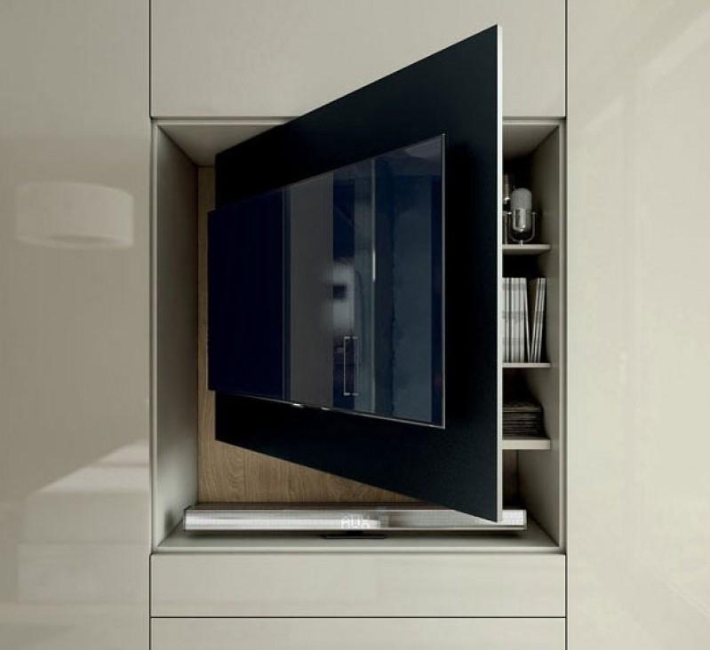 Il televisore che gioca a nascondino